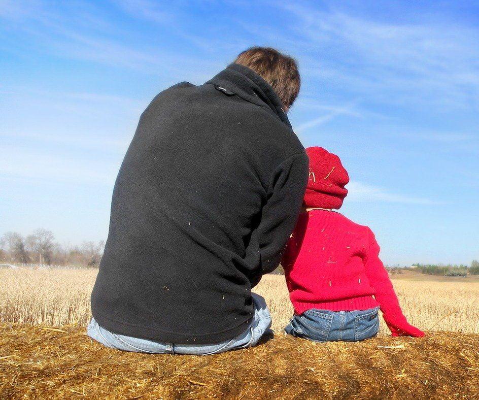 dad and son 1432772 1280 1 – Sprawa 43 - Dobry Tata - powrót z emigracji